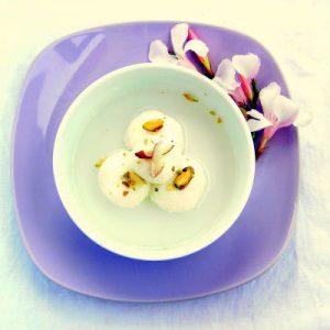 Indian Sweet: Bengali Rasgulla – Puffed Cheese Spheres