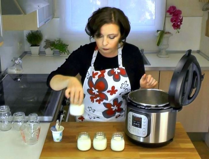 Laura Pazzaglia, of hip pressure cooking, making yogurt in the Instant Pot IP-DUO. This photo is a foto from an up-coming instructional video produced by Instant Pot.