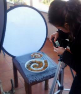 Photographing the stuffed mussel recipe, at 9 in the morning, on the balcony, in the middle of winter.